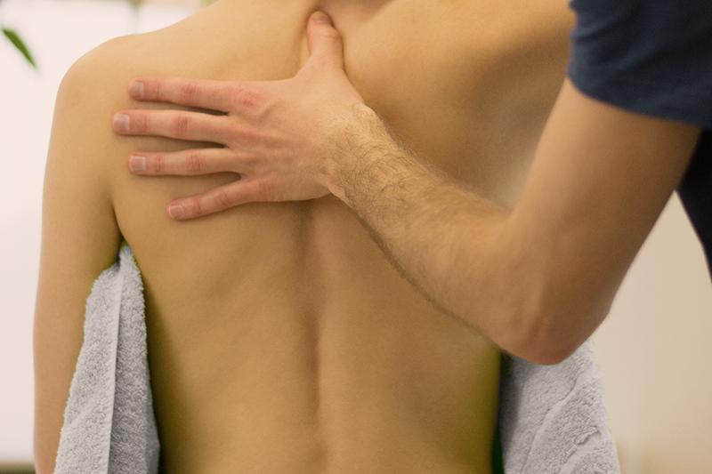 Lokale Schmerzpunkte im Rücken / Rückenschmerzen